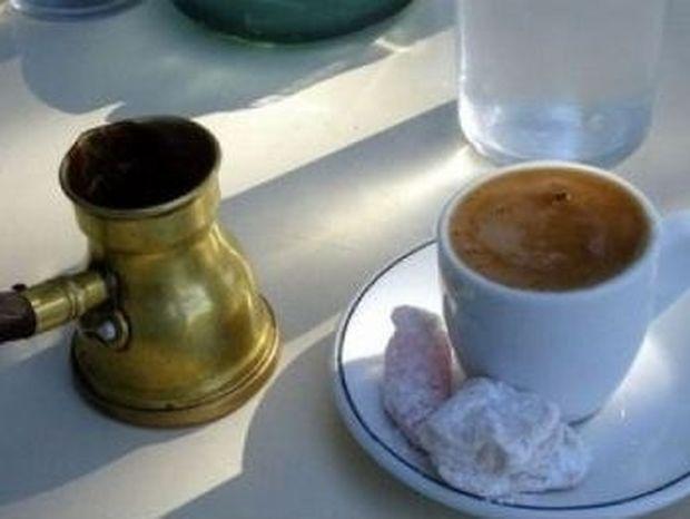 10 λόγοι που δεν πρέπει να πετάμε τα κατακάθια από τον καφέ!