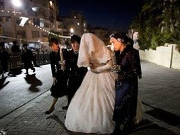 Η νύφη που δεν μπορεί να αποκαλύψει το πρόσωπό της