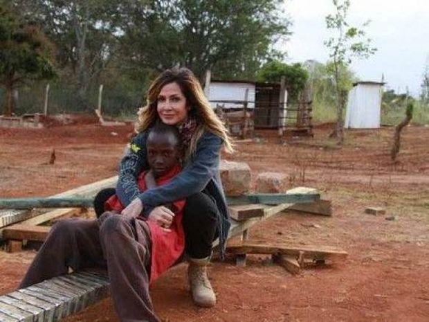 Το μυστικό της Άννας Βίσση: Η άγνωστη υιοθεσία της ελληνίδας σταρ!