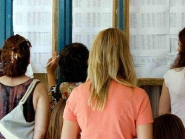 Βάσεις 2013: Σε ποιες σχολές πέφτουν και σε ποιες ανεβαίνουν