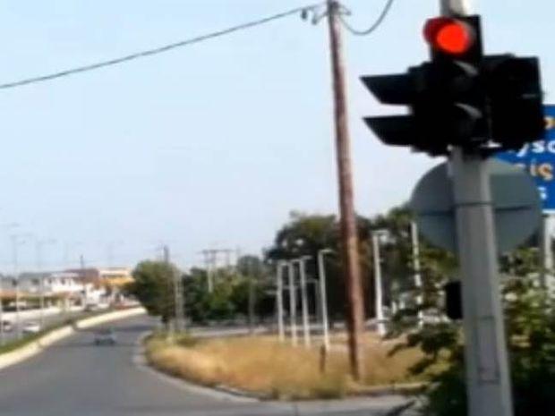 Απίθανο βίντεο: Το πιο γρήγορο φανάρι του κόσμου στην Ρόδο!