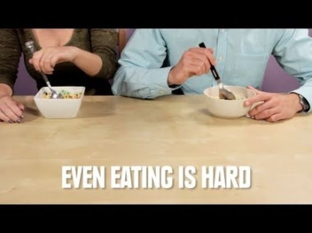 VIDEO: Γιατί είναι ο κόσμος δύσκολος για τους αριστερόχειρες;