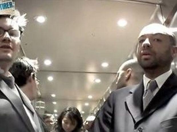VIDEO: Πού κοιτούν οι άντρες μια γυναίκα;