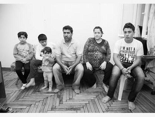 Πώς ζει σήμερα σε ένα δυάρι μια πολύτεκνη οικογένεια προσφύγων από τη Συρία;