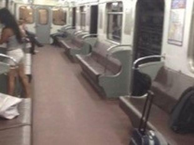 VIDEO: Τι συμβαίνει όταν δεν κλείνουν οι πόρτες του μετρό