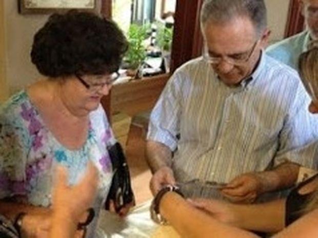 Κρήτη: Συγκίνησε η τουρίστρια που εκπλήρωσε την τελευταία επιθυμία του άντρα της...