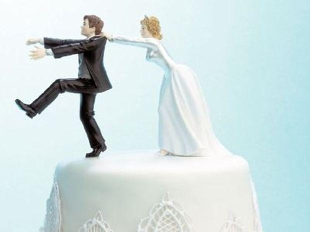 Πάτρα: Η νύφη και η φίλη της πλάκωσαν τον γαμπρό στο ξύλο επειδή...