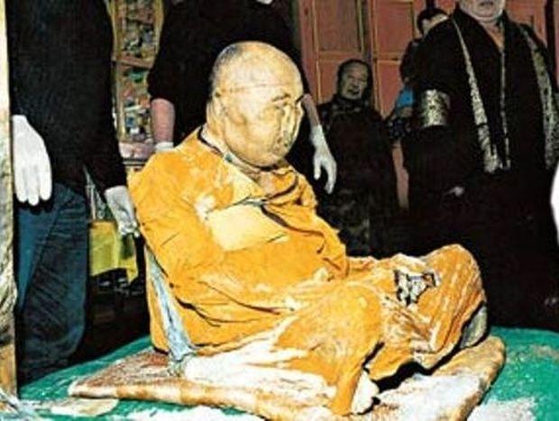 ΔΕΙΤΕ: Βουδιστής μοναχός που πέθανε το 1927 είναι... ζωντανός!