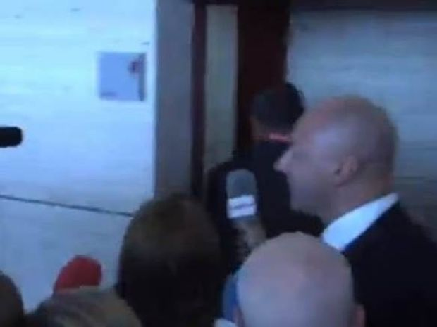 Μπαρτσελόνα: Ο πρόεδρος κρύφτηκε στις γυναικείες τουαλέτες! (video)