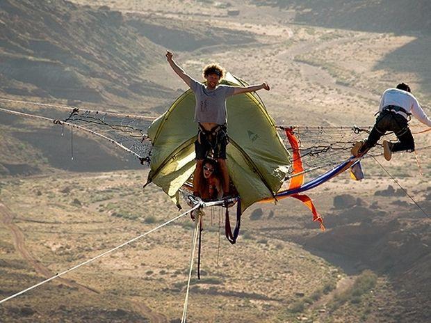 Extreme κάμπινγκ σε ύψος 130 μέτρων!
