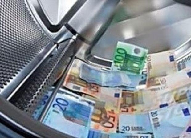 Γιαγιά έκρυψε 200.000 ευρώ στο πλυντήριο... αλλά τα εξαφάνισε ο γείτονας