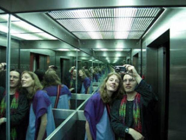Εσείς το ξέρατε; Γιατί τα ασανσέρ έχουν καθρέφτες;