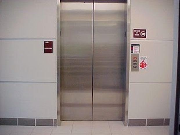 Έχετε αναρωτηθεί ποτέ γιατί τα ασανσέρ έχουν καθρέφτες;