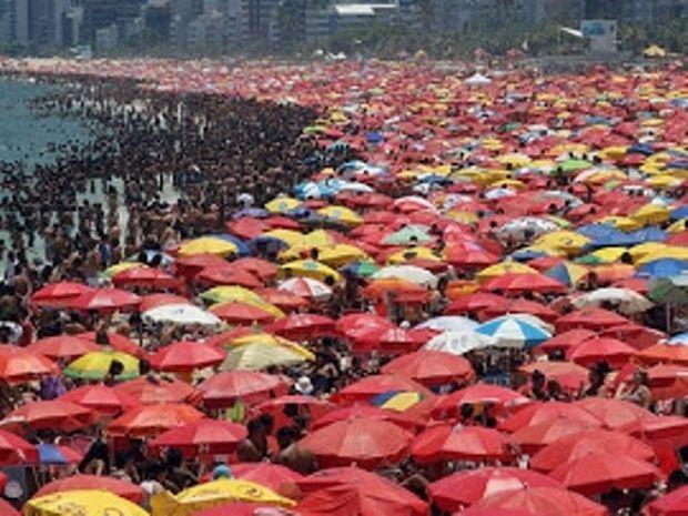 ΑΠΙΣΤΕΥΤΟ: Δείτε πώς είναι μια καθημερινή μέρα σε παραλία του Ρίο...
