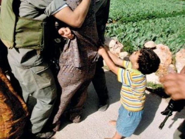 ΣΟΚΑΡΙΣΤΙΚΟ VIDEO: Ο σπαραγμός ενός 5χρονου παλαιστίνιου για τον πατέρα του!