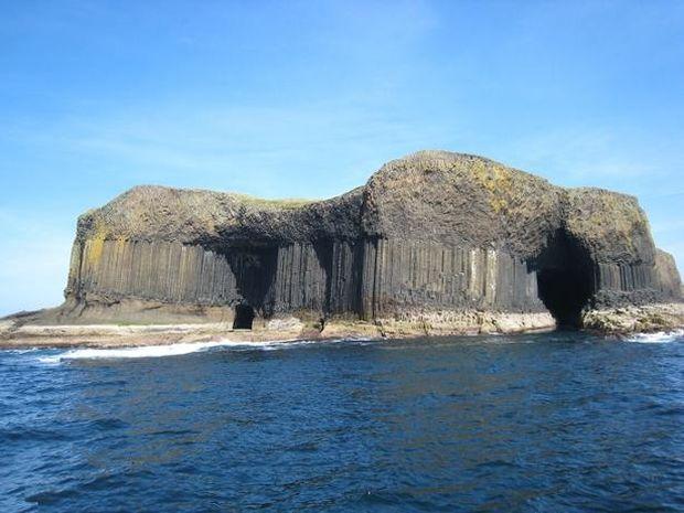 ΔΕΙΤΕ: Το εκπληκτικό Σπήλαιο Fingal!