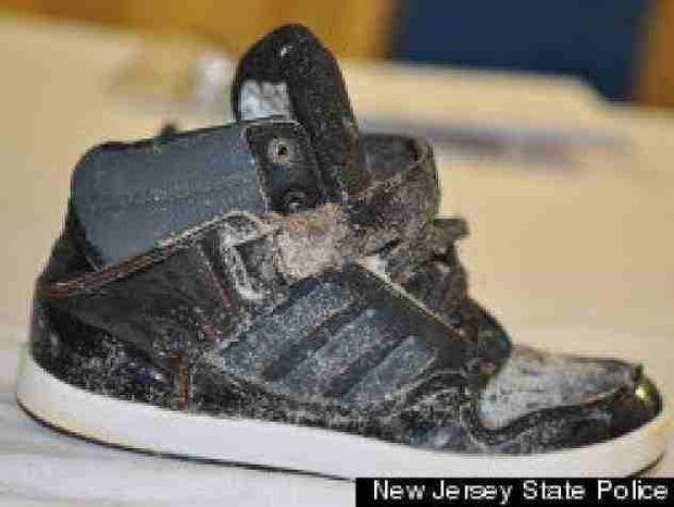 ΦΡΙΚΗ: Βρήκε στην παραλία ένα παπούτσι που είχε μέσα…