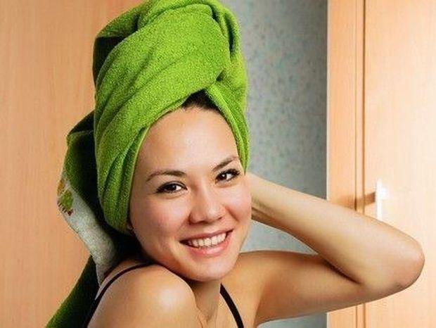 ΤΟ ΗΞΕΡΕΣ; Η πετσέτα στο κεφάλι μετά το λούσιμο κάνει κακό!