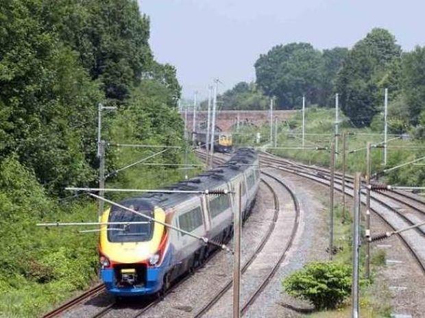 Απίστευτο: Τον χτύπησε τρένο που πήγαινε με 160 χλμ/ώρα και...