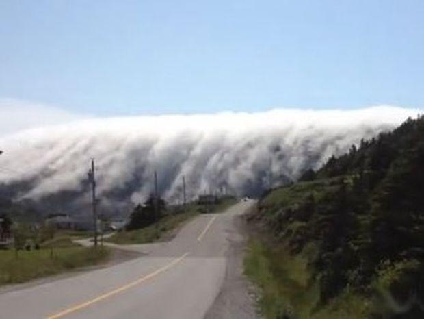 Ομίχλη «καταπίνει» ολόκληρη πόλη