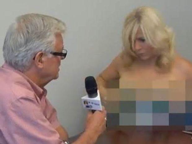 Δημοσιογράφος πήρε συνέντευξη από δήμαρχο γυμνόστηθη!