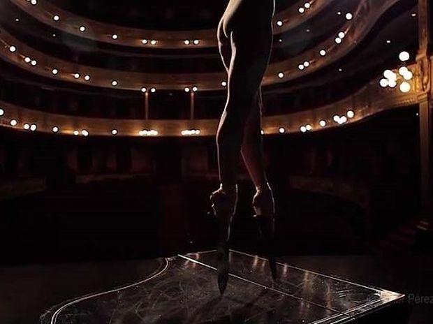 VIDEO: Μπαλαρίνα κόβει την ανάσα χορεύοντας με παπούτσια με... κοφτερά μαχαίρια!