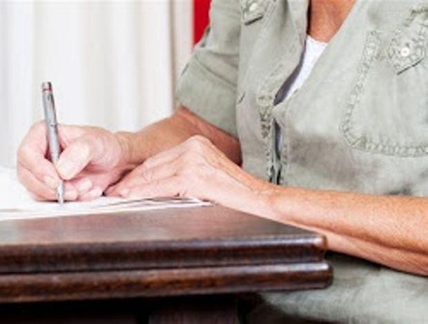 Επιστολή 96χρονης δανειολήπτριας σε τράπεζα που πραγματικά τα... σπάει!