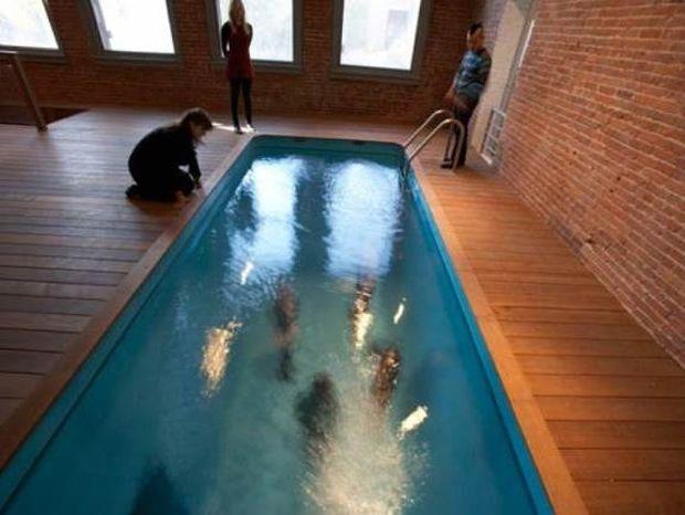 Σε αυτή την πισίνα βουτάς και δεν βρέχεσαι