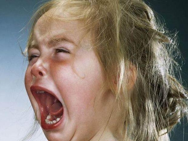 ΣΟΚ: Δείτε τι έκανε σε μικρά παιδιά για να τα φωτογραφίζει να κλαίνε