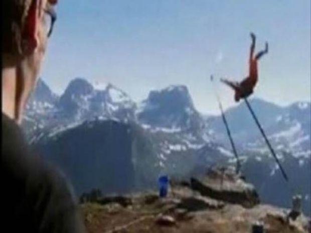 ΒΙΝΤΕΟ - ΣΟΚ: Έκανε μονόζυγο στην άκρη του γκρεμού και έπεσε!