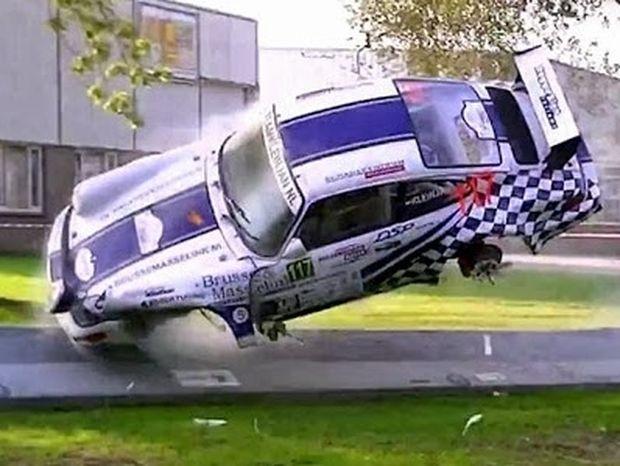 Σοκαριστικό ατύχημα με Πόρσε σε αγώνα ράλι (Video)!