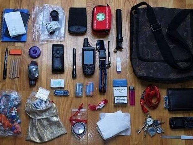 Εσείς ξέρετε τι μπορεί να κρύβει μια... γυναικεία τσάντα; (pics)