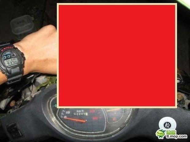 ΑΠΙΣΤΕΥΤΟ: Δείτε τι βρήκε μέσα στην μοτοσυκλέτα του; (Photos)