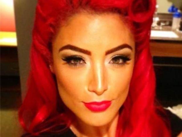 WWE: Η... κόκκινη Diva (photos)