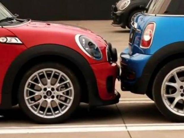 Βίντεο: Έσπασε το ρεκόρ για το πιο στενό παρκάρισμα στον κόσμο
