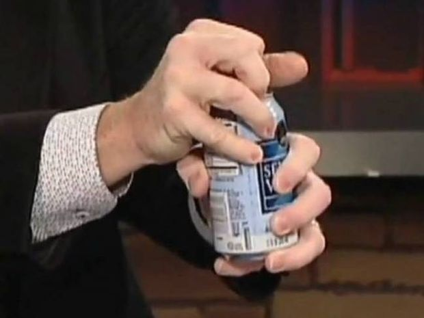 Πώς να ανοίξετε κουνημένο κουτάκι αναψυκτικού χωρίς να γίνετε χάλια (video)