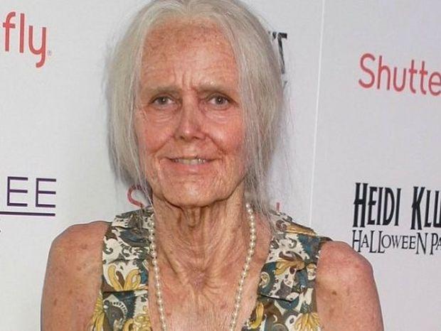Απίθανη μεταμόρφωση: Για χάρη του Halloween το supermodel έγινε γιαγιά