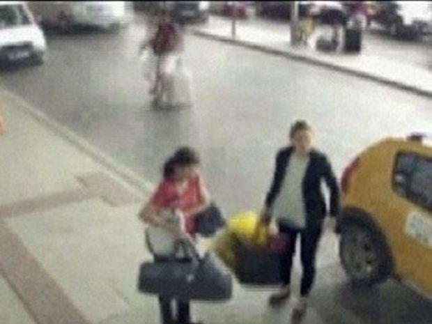Δείτε το σοκαριστικό βίντεο με μητέρα να πουλάει το παιδί της