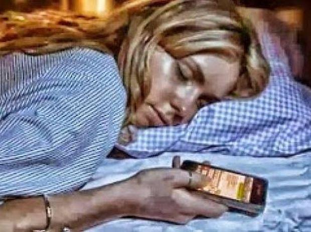Στέλνεις μηνύματα πριν κοιμηθείς; Διάβασε το!