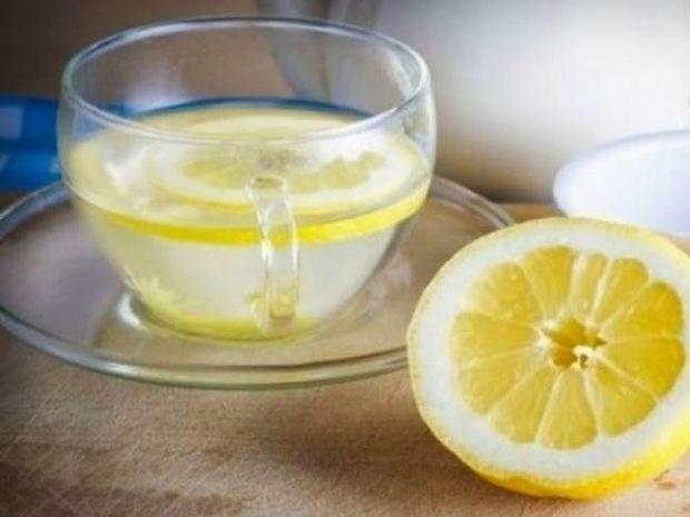 Ζεστό νερό με λεμόνι: Είναι όντως το καλύτερο διαιτητικό πρωινό...