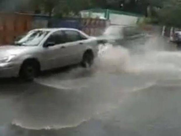 Δείτε που πάρκαρε ο τύπος το αυτοκίνητο και τι έπαθε (vid)