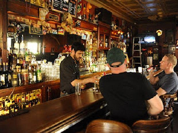 ΑΝΕΚΔΟΤΟ: Πόντιος προσπαθεί να βρει κοπέλα σε μπαρ