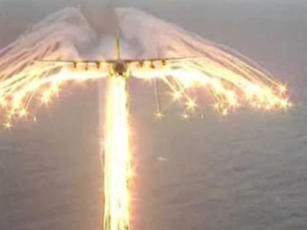 VIDEO: Πίσω απ το αεροπλάνο στον αέρα εμφανίστηκε ένας τεράστιος άγγελος!