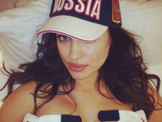 Ιρίνα Σάικ: Γυμνή στο κρεβάτι για τους Χειμερινούς Ολυμπιακούς! (photos+video)