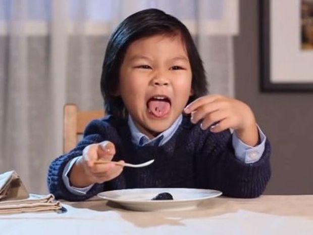 Όταν τα παιδιά αποδομούν τη gourmet κουζίνα! Δείτε το ξεκαρδιστικό βίντεο!
