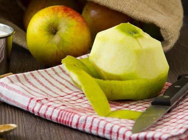 Γιατί δεν πρέπει ΠΟΤΕ να ξεφλουδίζετε το μήλο