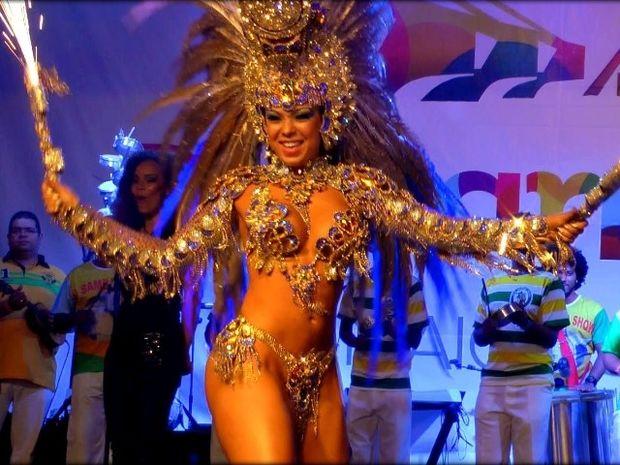 Αυτή είναι η εκρηκτική βασίλισσα του καρναβαλιού στη Βραζιλία (βίντεο)