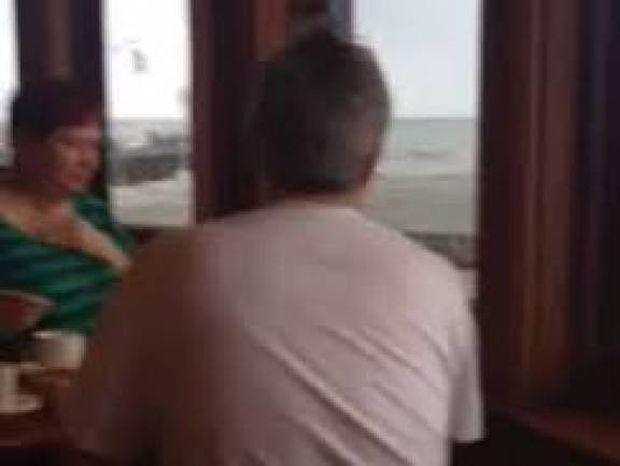 Βίντεο: Δείτε τι τους συνέβη την ώρα που έτρωγαν σε εστιατόριο!