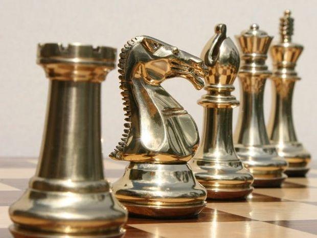 ΑΠΙΣΤΕΥΤΟ: Πόσες είναι οι 4 πρώτες πιθανές κινήσεις στο σκάκι;