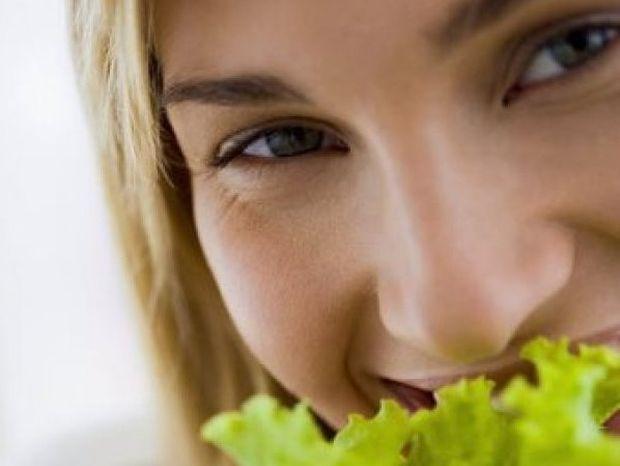 4 τροφές που «σκοτώνουν» το κοιλιακό λίπος